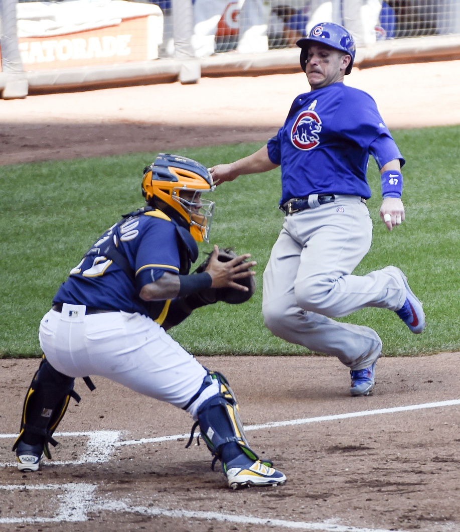 Hendricks, late hits lift Cubs over Brewers 7-2