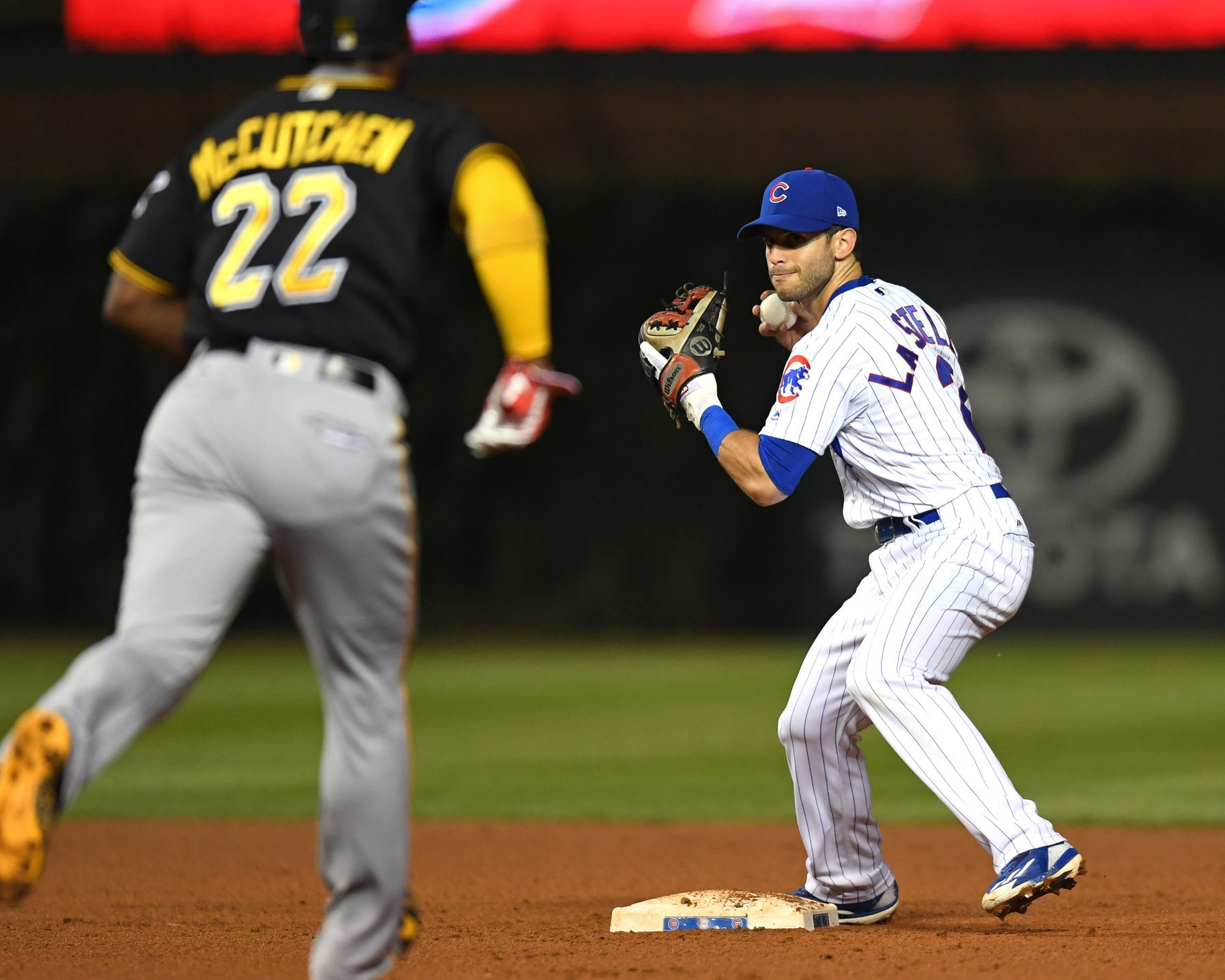 Arrieta continues strong second half, Cubs beat Pirates 4-1