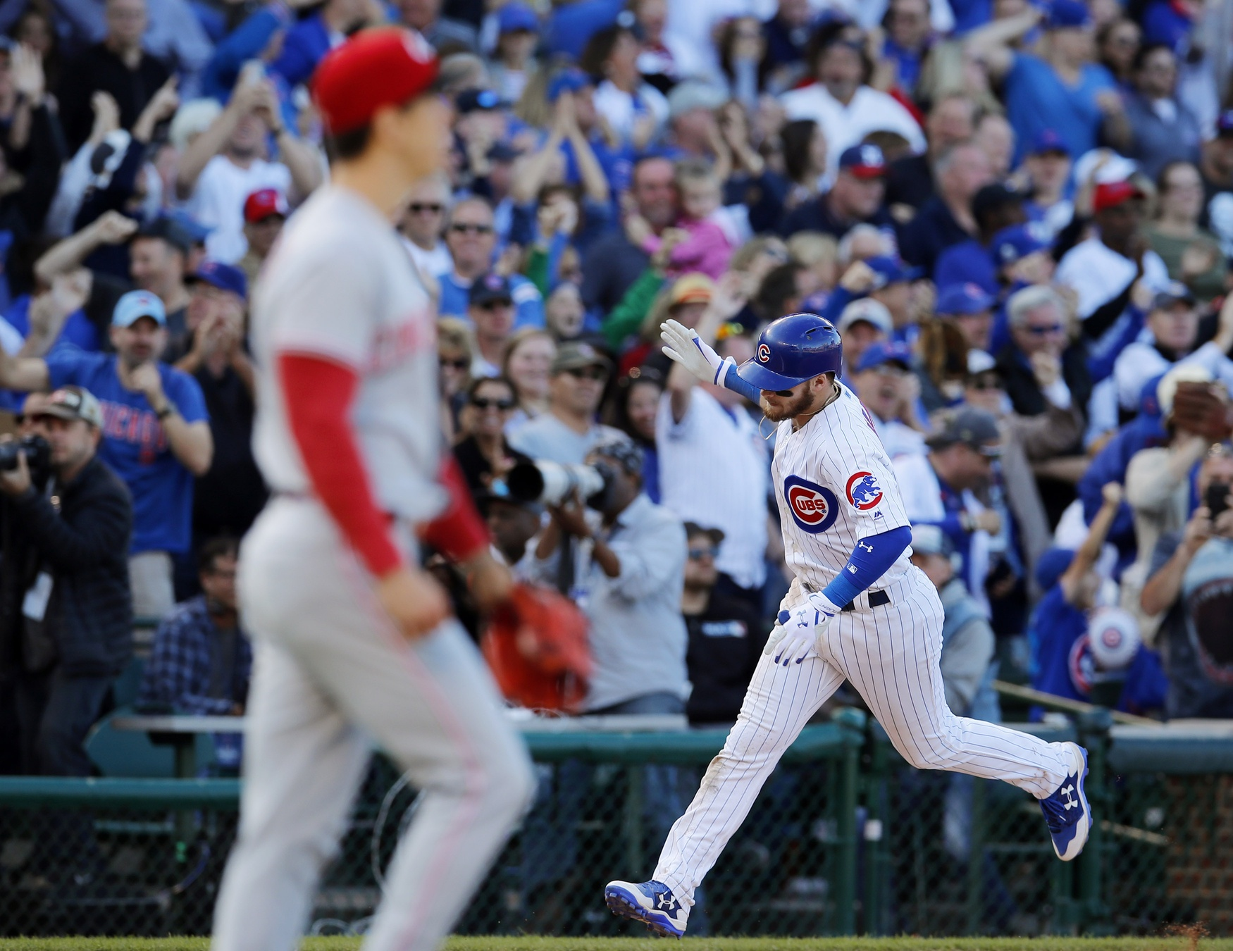 Kyle Schwarber's home run gives Cubs 2-0 lead