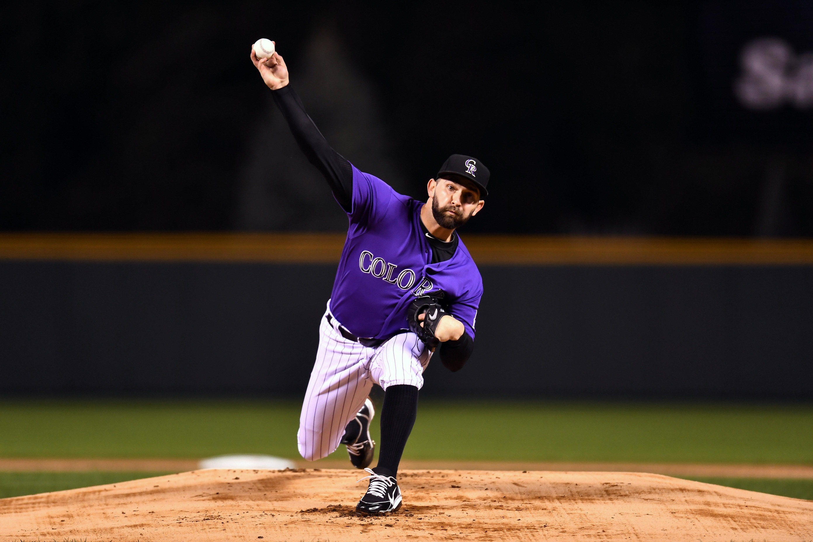 Cubs sign starting pitcher Tyler Chatwood to 3-year deal